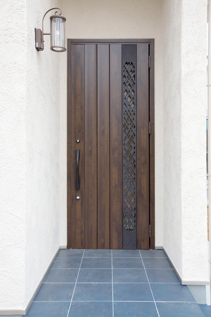 落ち着いた雰囲気の玄関