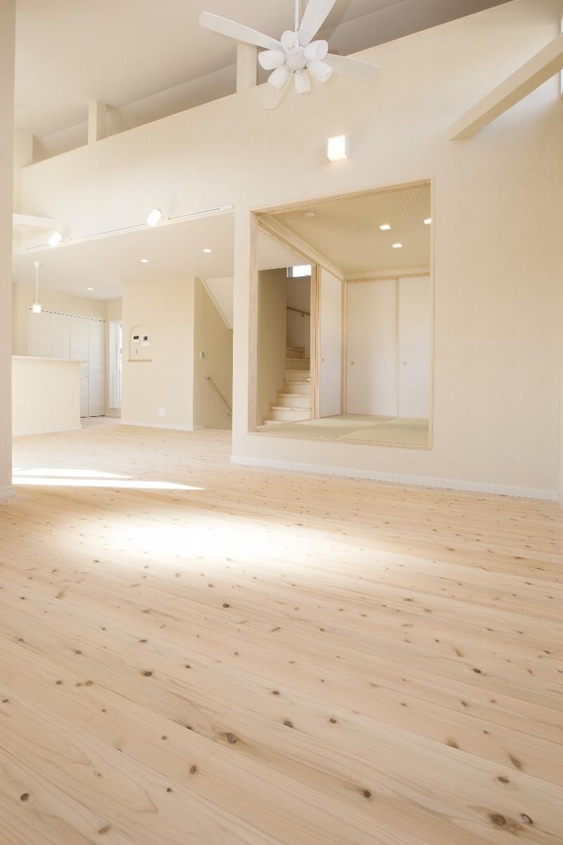 リビングから見たDKと和室。広い空間です