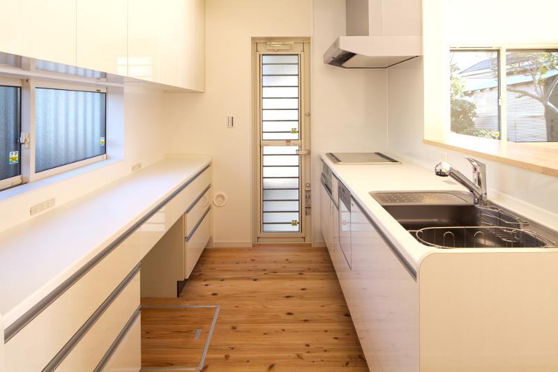 清潔感のあるキッチン。容量を十分確保しました