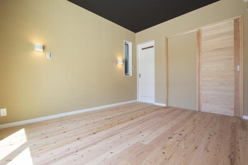 究極の寝室。天然素材に囲まれ、朝までスッキリ眠れるとご好評を頂いております