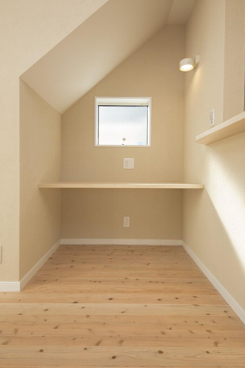 階段下の作業スペース