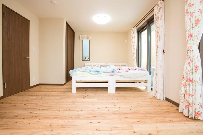 子供部屋。仲良くベッドを並べます