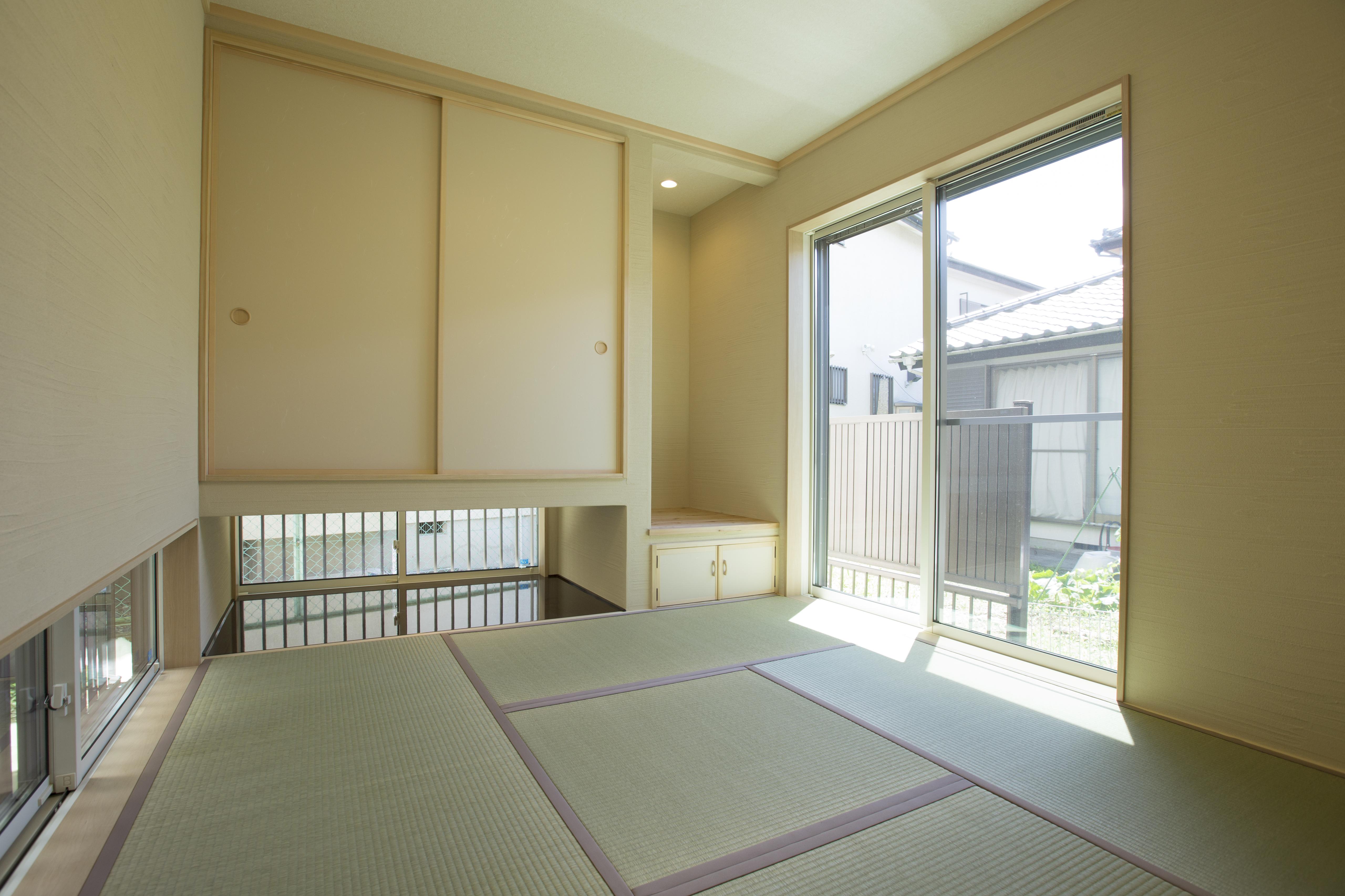 和室。床の間もあり、美しい雰囲気です