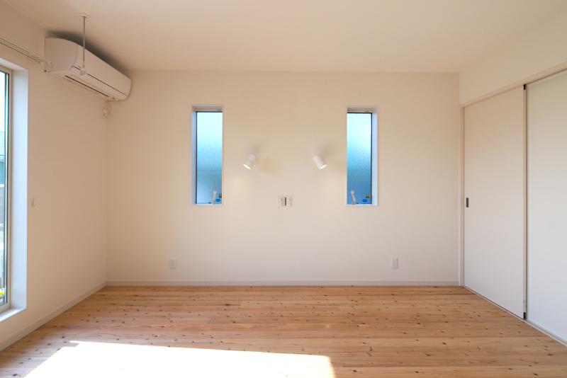 洋室。小窓がアクセントになっています
