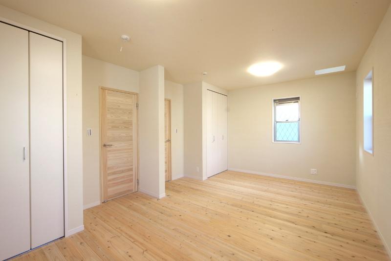洋室。将来的には2部屋に間仕切ることができます
