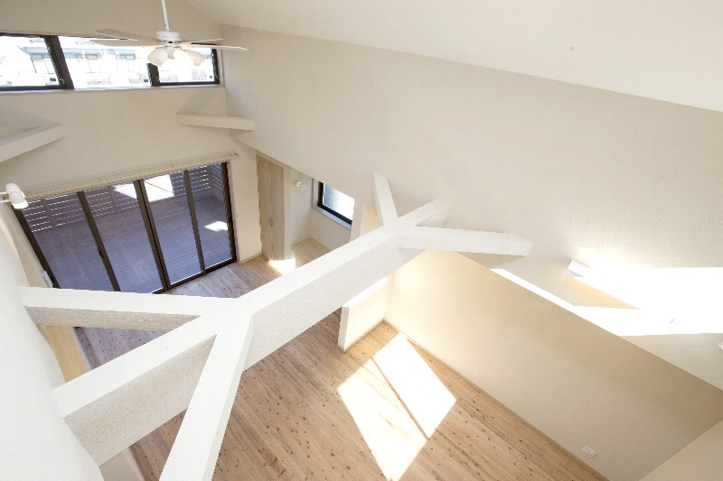 3階から見たリビング。吹抜けなのでとても広々で明るいです