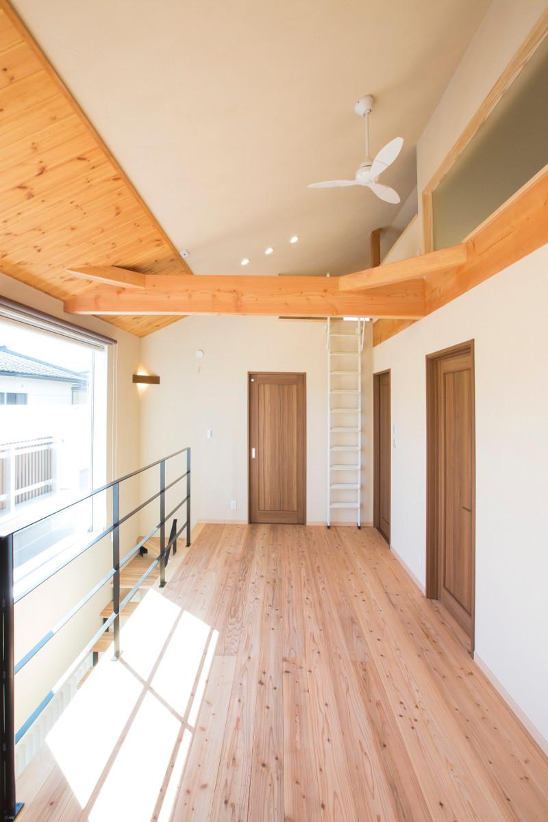 2階の廊下とロフトはひと繋がりの空間になります