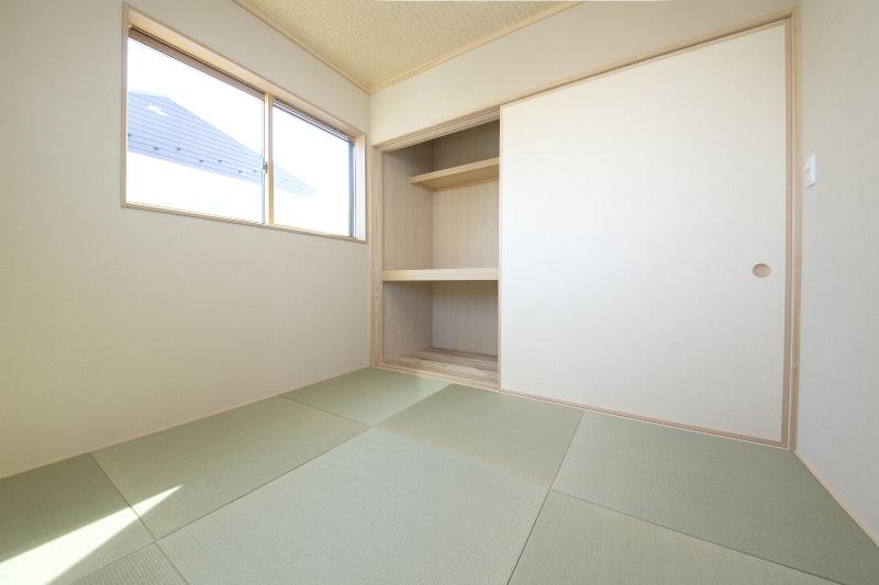 和室。窓を高い位置にしたため外からの視線が気になりません