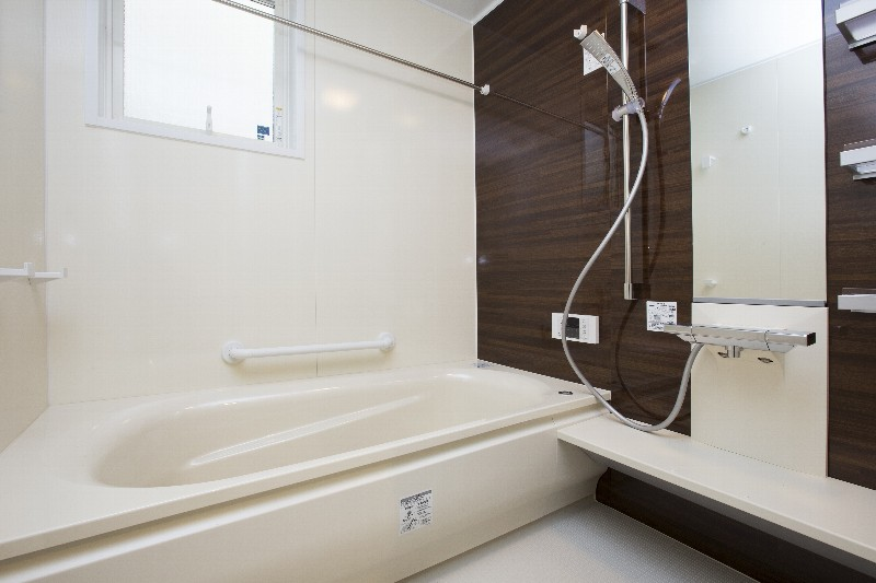 清潔感と落ち着きのあるバスルーム