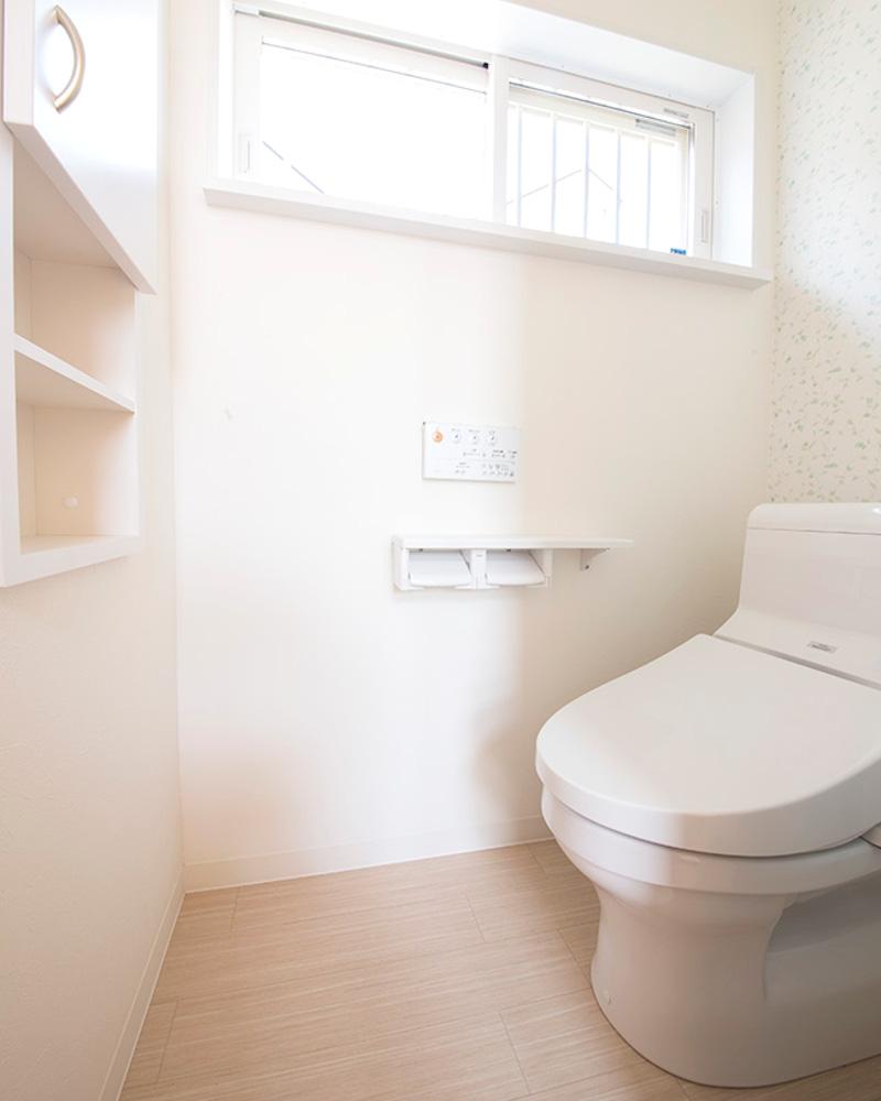 清潔感のあるトイレ。こちらは個室です