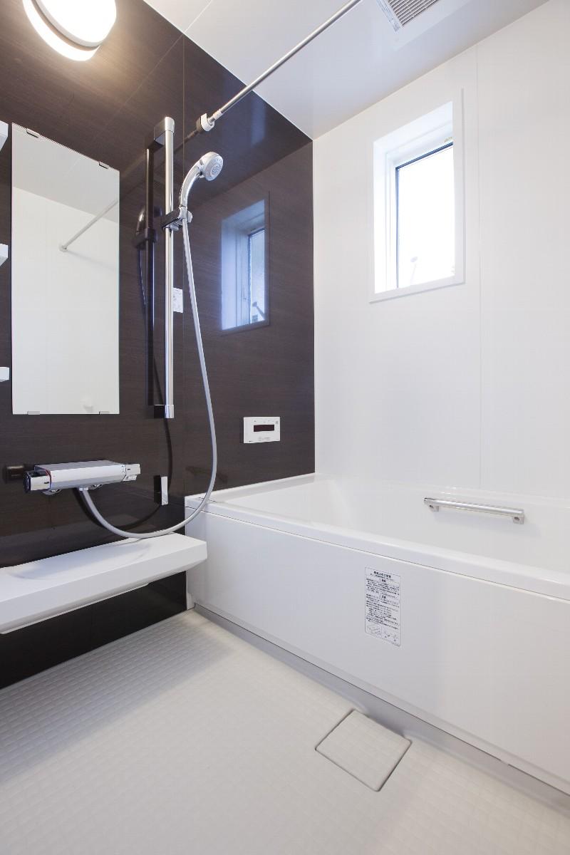 落ち着きのあるバスルーム