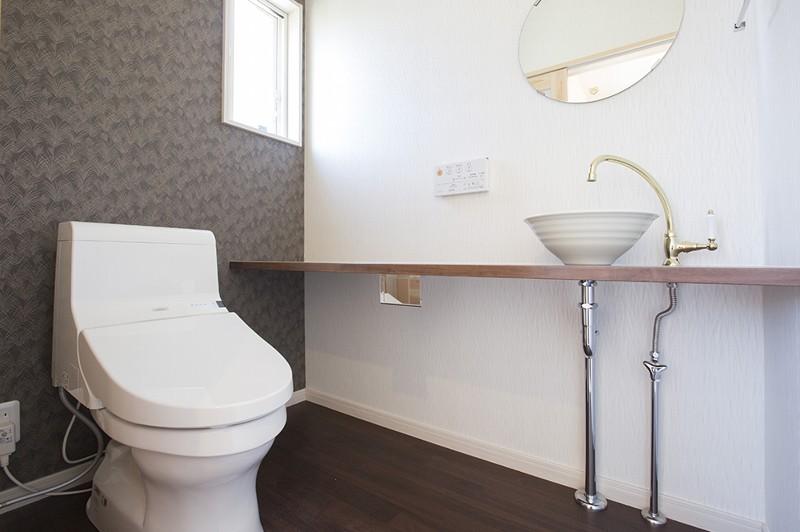 落ち着いたちょっと贅沢なトイレ