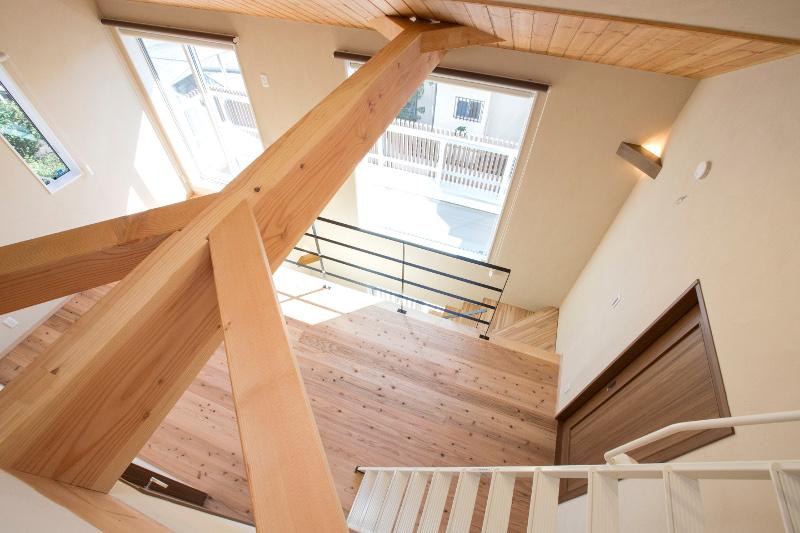 ロフトから見た2階の廊下と階段
