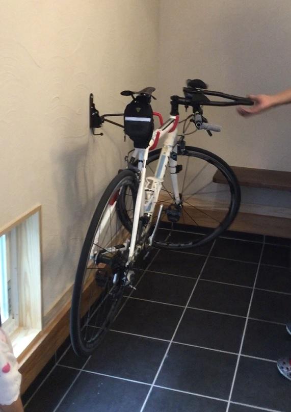 トライアスロンでご使用の自転車を、バイクハンガーにリフトアップ! 施主様もご参加頂き、夢のご実現に立ち会いました!