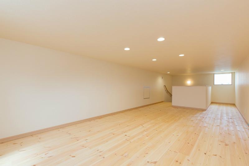 隠れ家空間として多目的に利用できる大容量のロフト