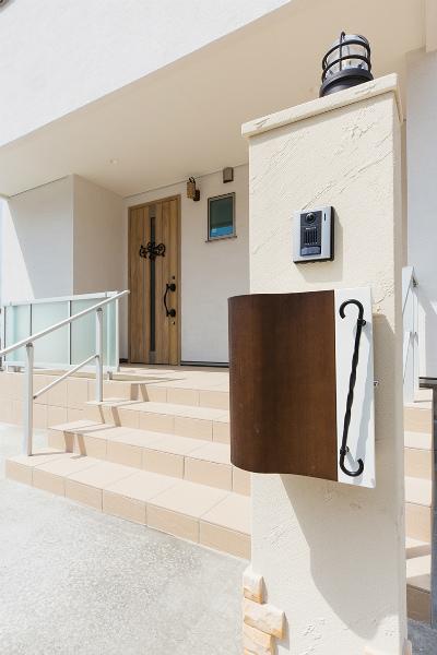 玄関アプローチ(門柱前)