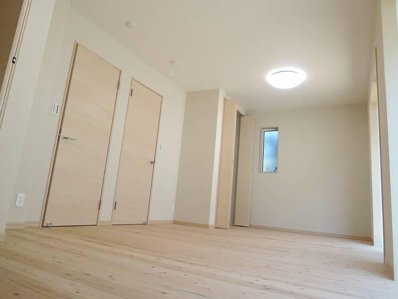 1F洋室(部屋右奥から)
